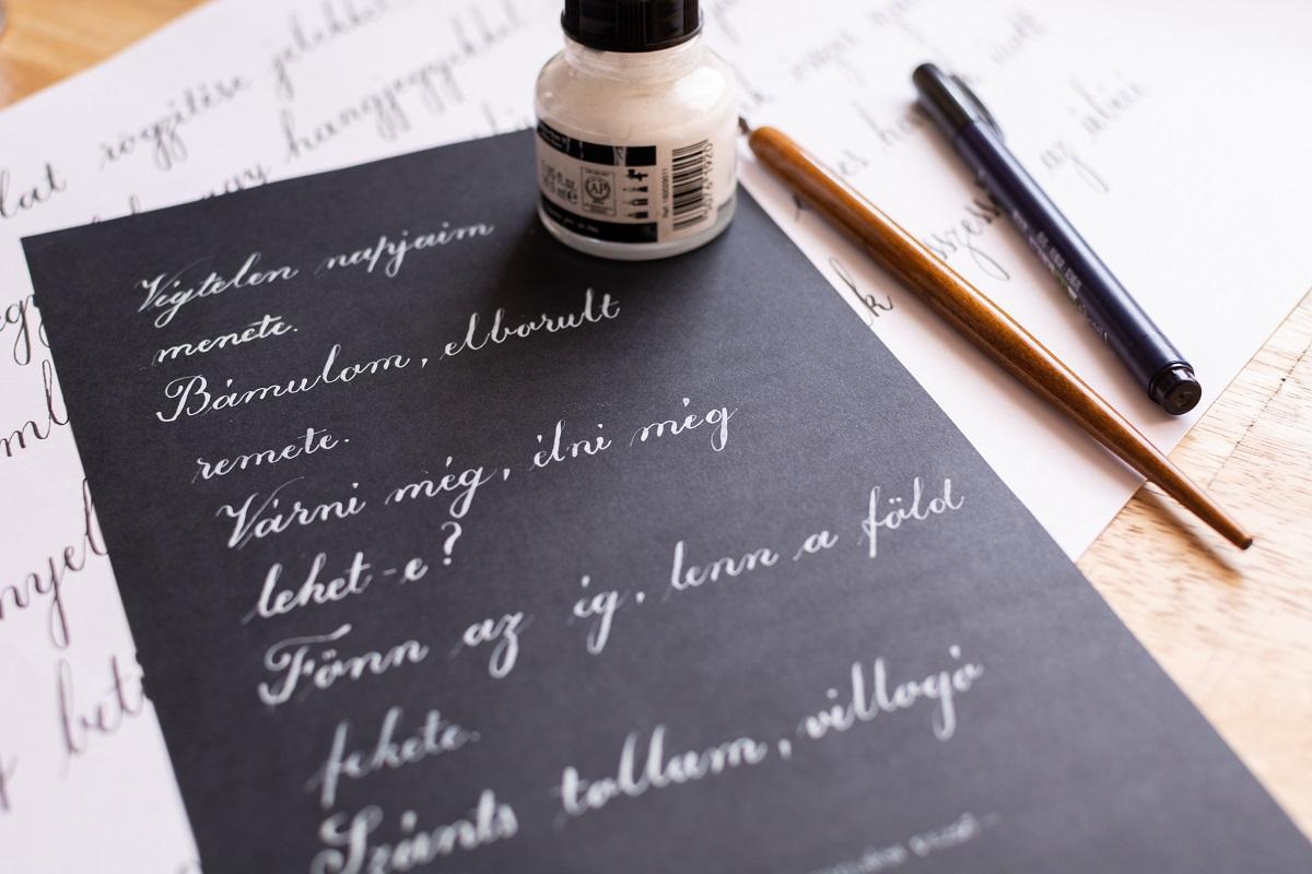 kalligráfia nagybetű